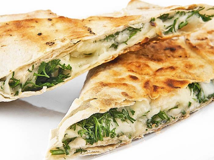 Лаваш с сыром сулугуни и зеленью